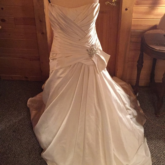 Maggie Sottero Dresses & Skirts - Maggie sottero memories ivory wedding dress 16
